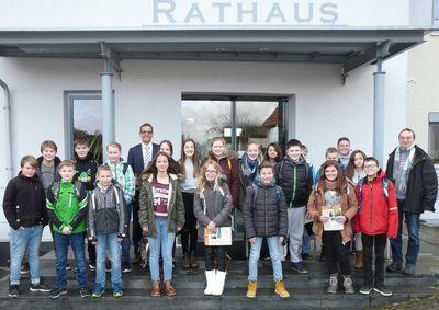 Klasse R7a der Hans-Elm-Schule zu Besuch im Rathaus