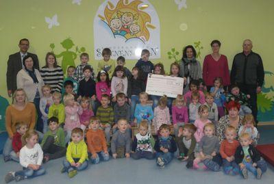 Firma Ullrich Bau spendet 500 Euro für den Kindergarten Sonnenschein